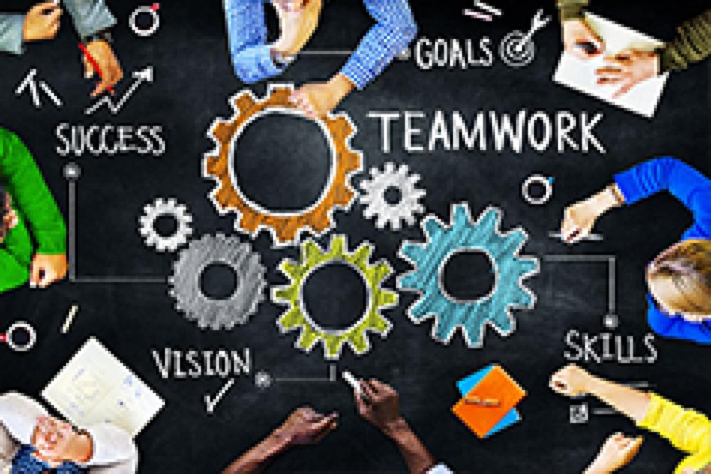 إدارة العمل الجماعي والكفاءة في بناء علاقات العمل